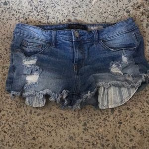 Jean shorts with patterned pockets